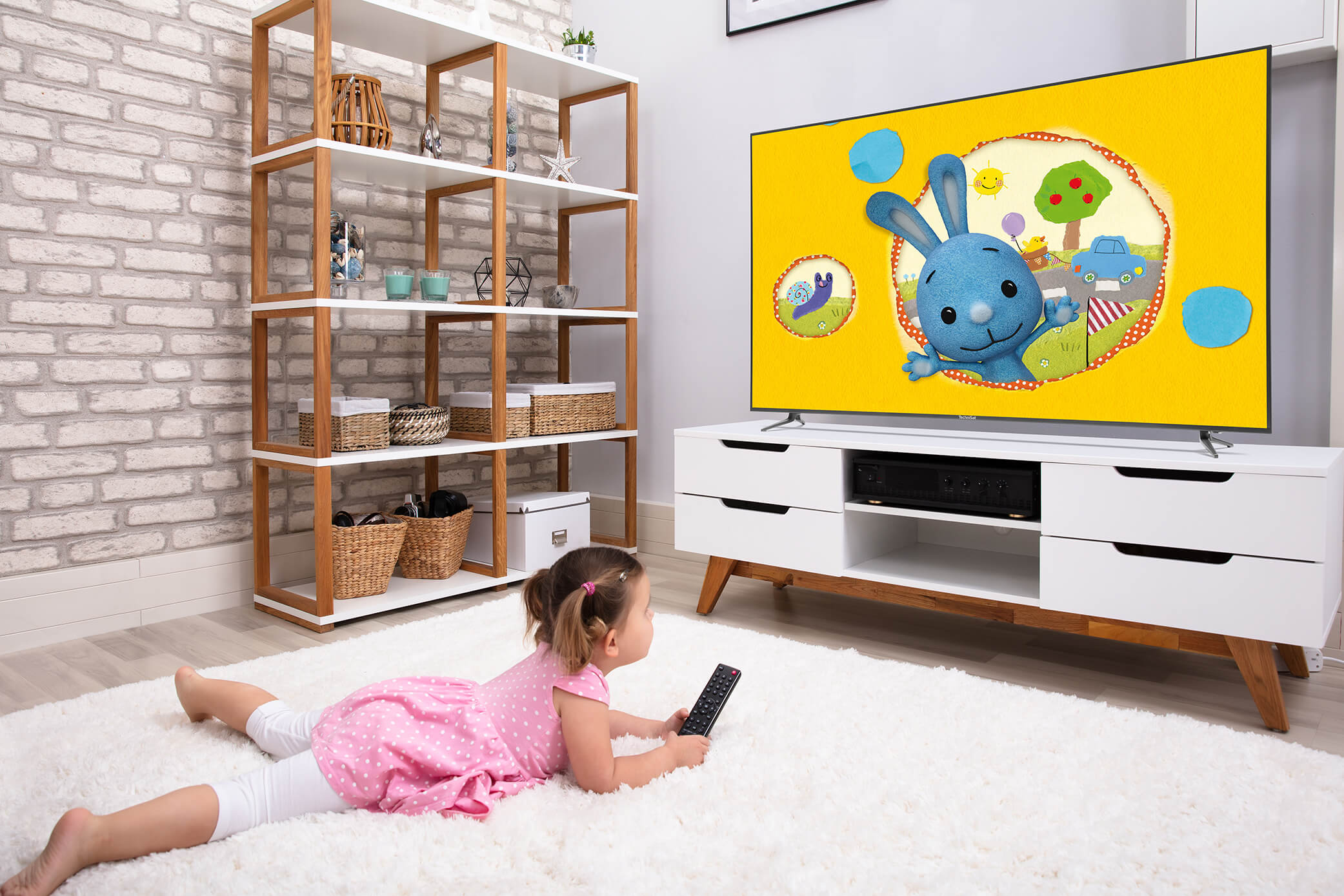 Wenn die Kinder zuhause bleiben müssen: Radio und Fernsehen sorgen für Bildung und Unterhaltung