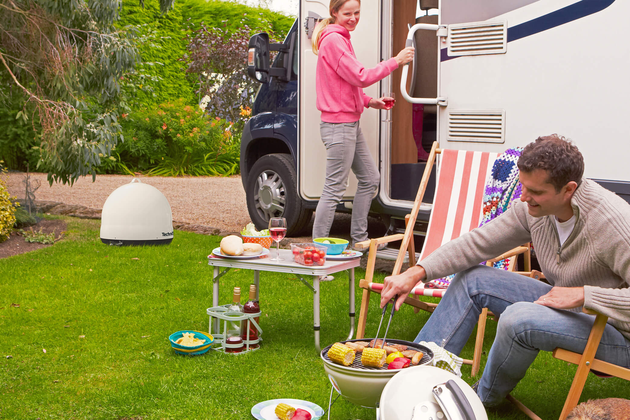 Camping mit TechniSat -  Perfekter TV-Empfang unterwegs