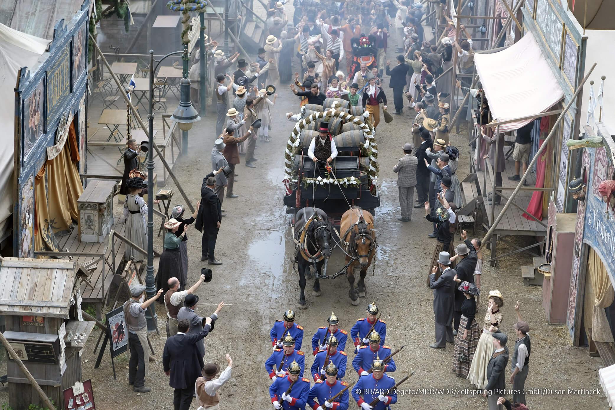 Der Oktoberfesteinzug in der Serie Oktoberfest 1900
