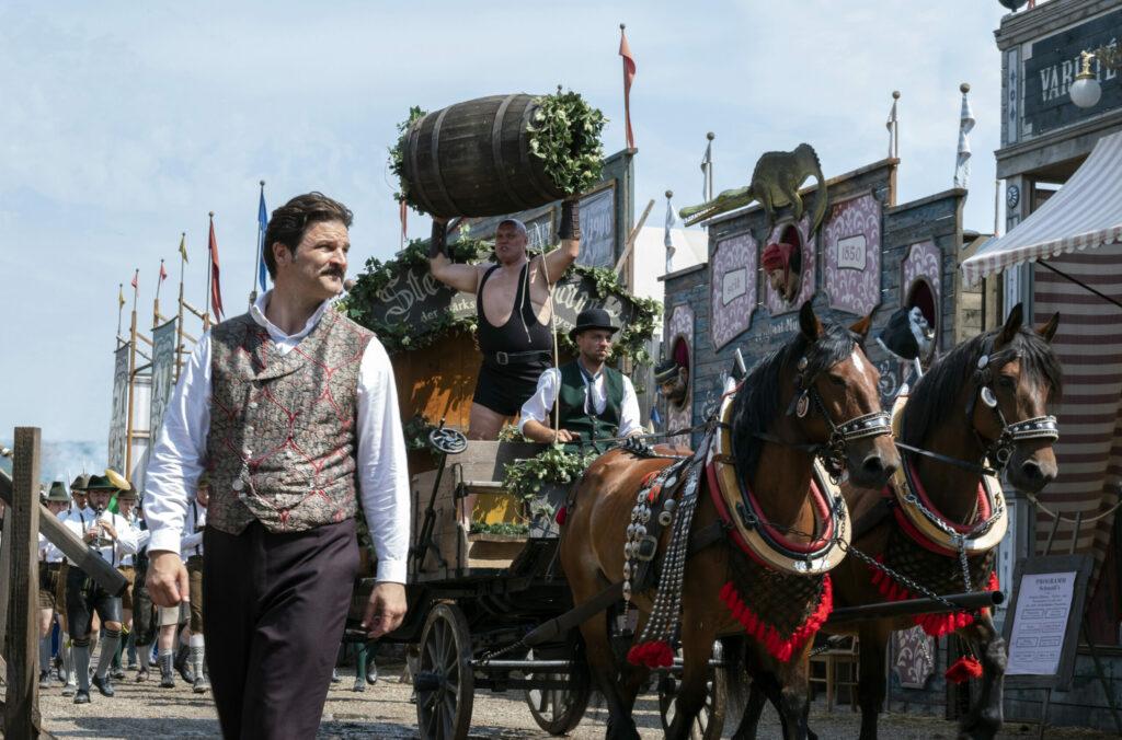 Der erbitterte Kampf zweier Brauerei-Clans um gesellschaftliche und wirtschaftliche Vormachtstellung im München des Jahres 1900 stehen im Mittelpunkt der sechsteiligen, historischen Eventserie