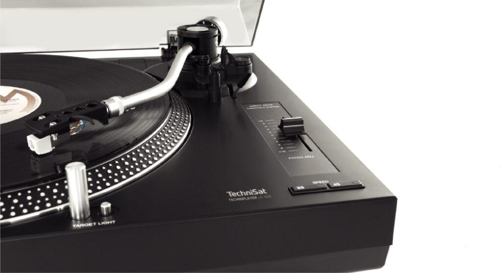 Der TECHNIPLAYER 300 ist ein Plattenspieler von TechniSat.