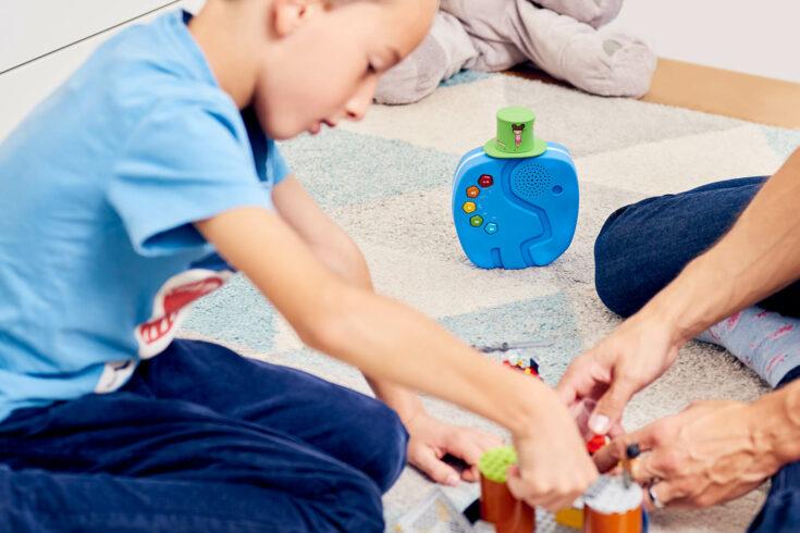 Der TECHNIFANT im Einsatz mit einem Kind und seinem Vater